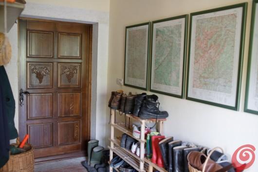 La casa di vacanza nel cuore delle Alpi Giulie è un luogo in cui si torna un po' indietro nel tempo.