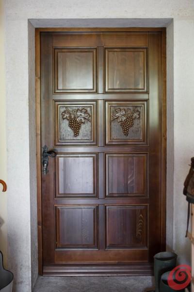 Počitniška hiša na Bovškem je kraj, kjer se kolo časa zavrti nekoliko nazaj in smo primorani, da se umirimo in posvetimo čisto vsakdanjim opravilom.