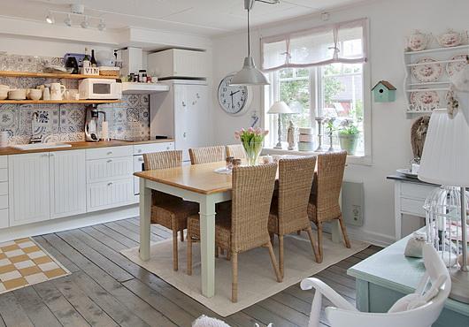 Belo stanovanje s podeželsko kuhinjo