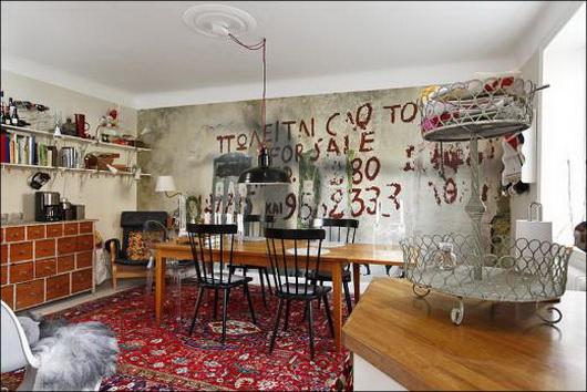 La casa con i graffiti sulle pareti casa e trend Oggetti vintage per casa