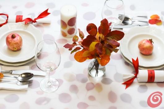 Decorare la tavola con le foglie autunnali