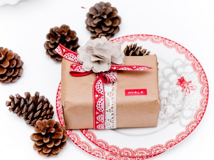 Confezioni per i regali di natale - il rosso e la carta da pacco