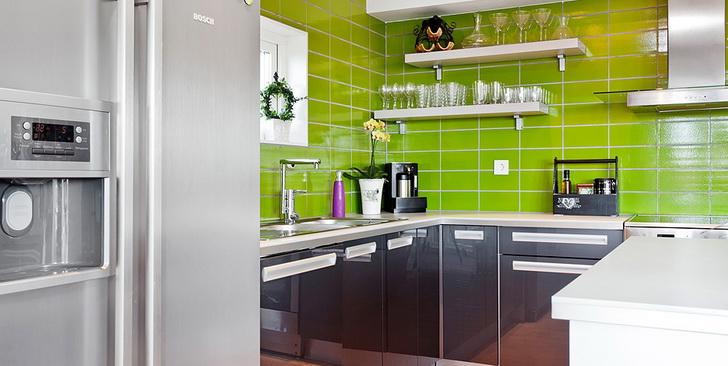 Le cucine moderne colorate casa e trend for Mensole grigie