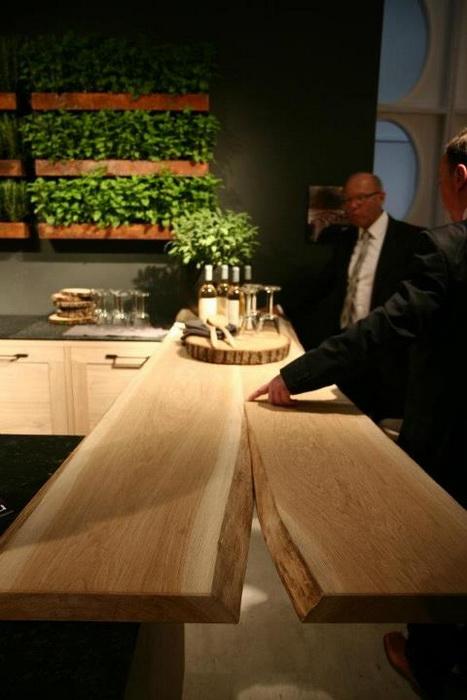 Il salone del mobile 2012 il legno massiccio grezzo in cucina casa e trend - Mobili bagno legno massiccio ...