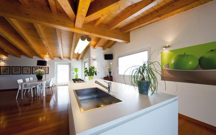 Arredi contemporanei per un sottotetto con travi a vista – Casa e Trend