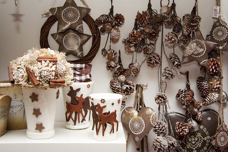 Le decorazioni per l 39 avvento di a d a casa e trend - Decorazioni natalizie con le pigne ...