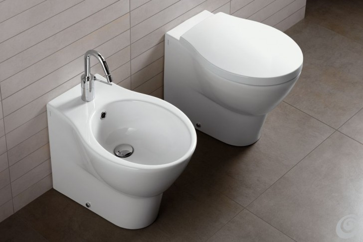 Idee per ristrutturare un bagno piccolo ma completo casa e trend - Idee per rivestire un bagno ...