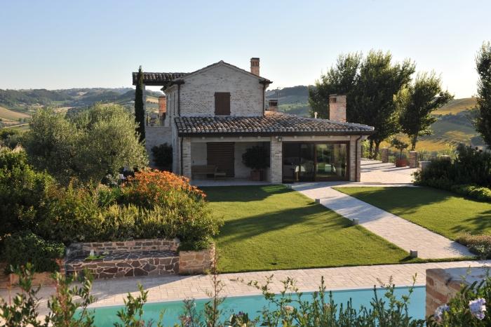 Mediteranski vrt ki se staplja s krajino dom in stil - Progettare giardino di casa ...
