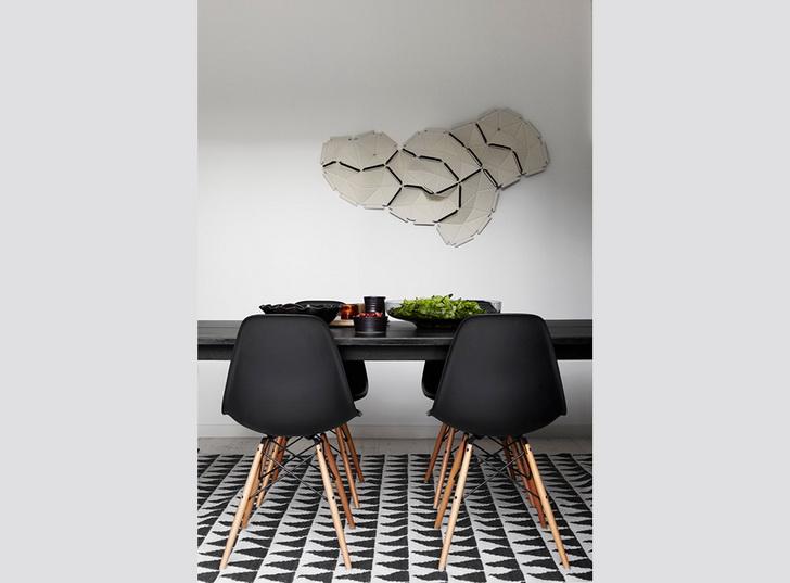arredamento_casa_moderna_grigio_rosa_bianco_nero_tavolo_sedie_design