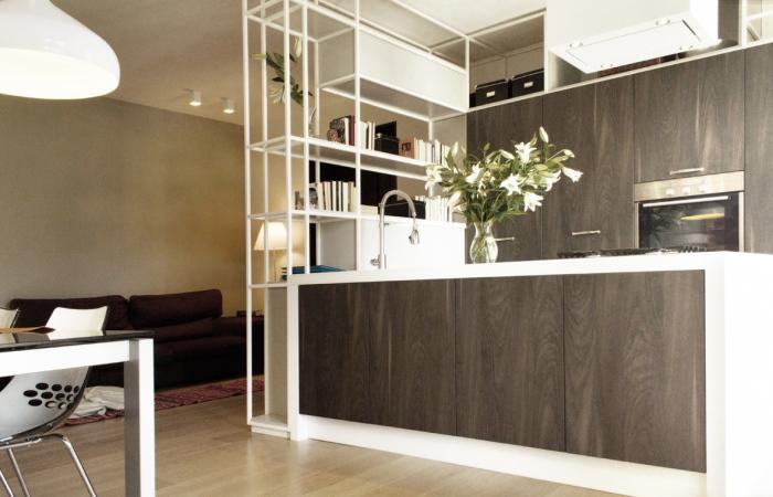 Ristrutturare un appartamento in chiave contemporanea casa e trend - Cucina bianca e tortora ...
