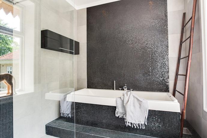 Come arredare un bagno piccolo in modo originale casa e trend for Bagno piccolo con vasca