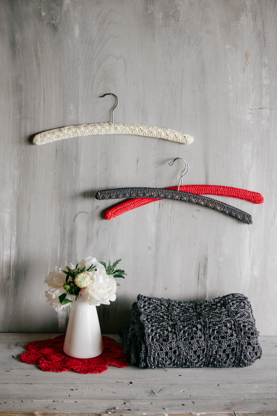 crochet_wardrobe_clothes_hanger_wall_decoration