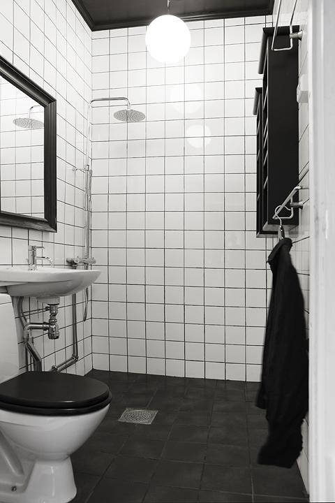 crno_bela_oprema_stanovanje_kopalnica