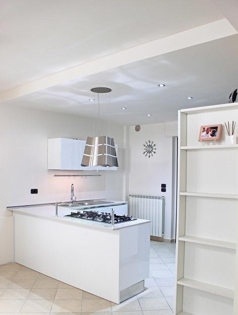 Kuhinje z otokom najbolj elegantne re itve dom in stil - Cappe cucina leroy merlin ...