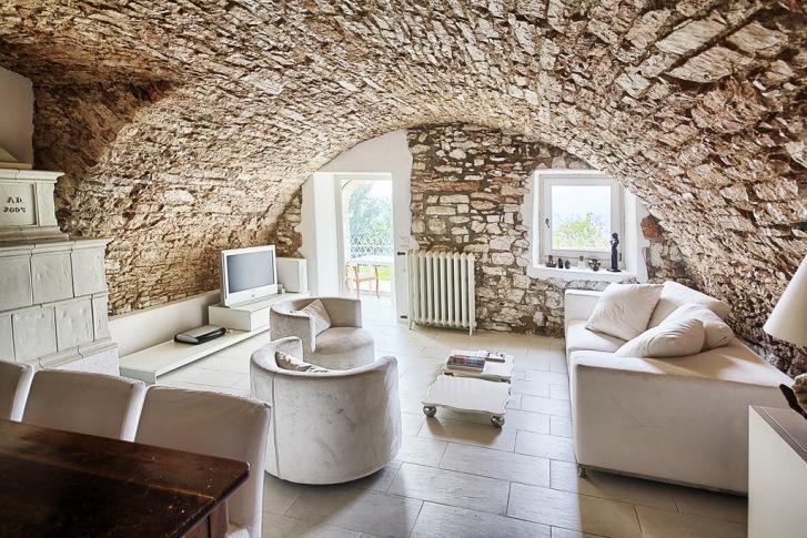 Ristrutturare una casa valorizzare i muri in pietra for Casa in pietra moderna