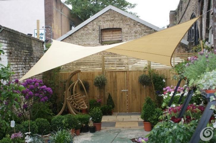 ombra-in-giardino-tende-a-vela