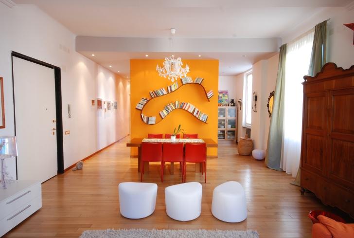 soggiorno-parete-arancione