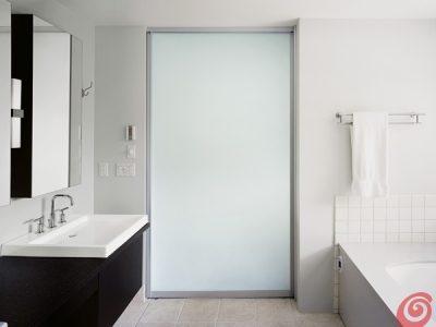 Prehodna drsna vrata - mlečno steklo.