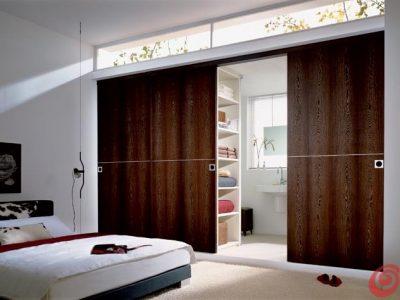 Lesena prehodna drsna vrata.